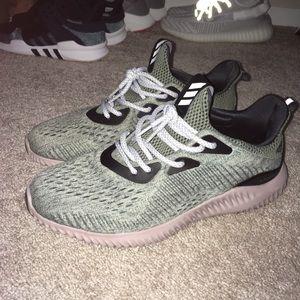 Adidas ALPHABOUNCE shoe